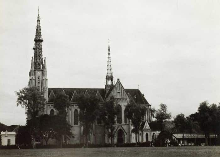 Tempat Wisata Terkenal Dikunjungi Jakarta Gereja Katedral Lapangan Banteng Kota