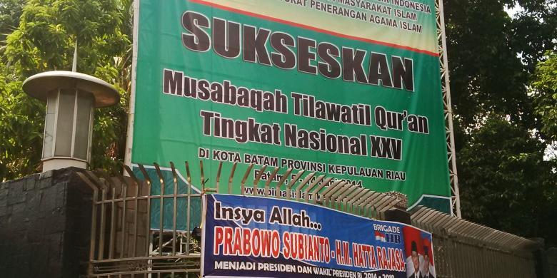 Enam Spanduk Prabowo Hatta Terpasang Masjid Istiqlal Kompas Sebuah Pasangan