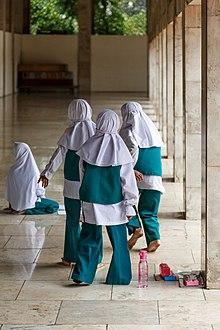 Masjid Istiqlal Wikipedia Bahasa Indonesia Ensiklopedia Bebas Murid Perempuan Mengikuti