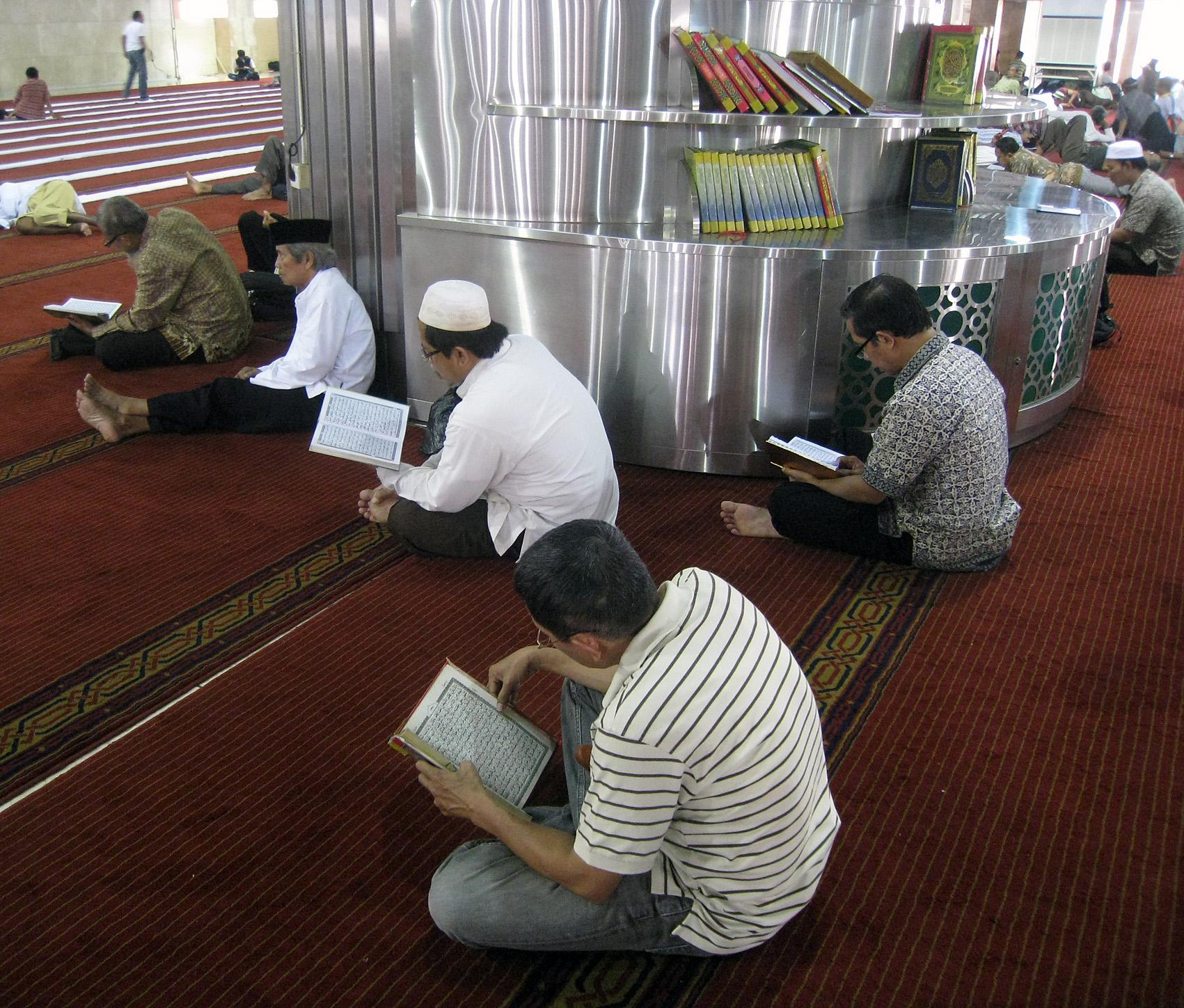 Masjid Istiqlal Wikipedia Bahasa Indonesia Ensiklopedia Bebas Umat Muslim Tengah