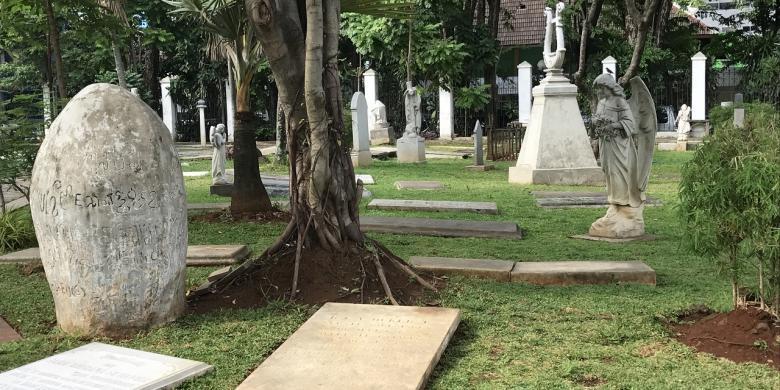 Berwisata Kuburan Museum Taman Prasasti Kompas Kota Administrasi Jakarta Pusat