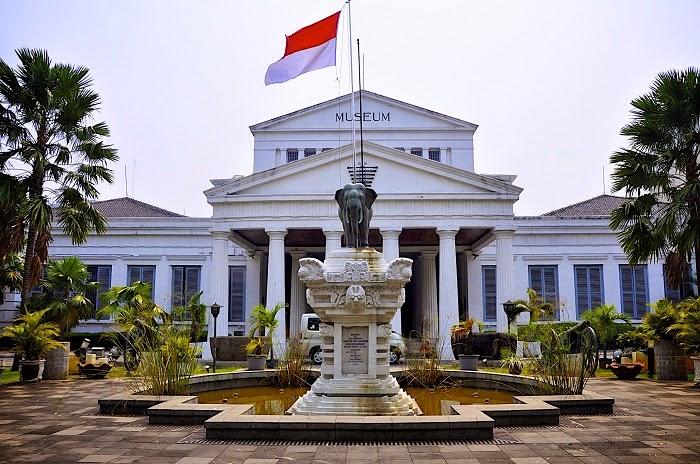 Jelajah Jakarta Pusat Tempat Wisata Museum Nasional Taman Prasasti Kota