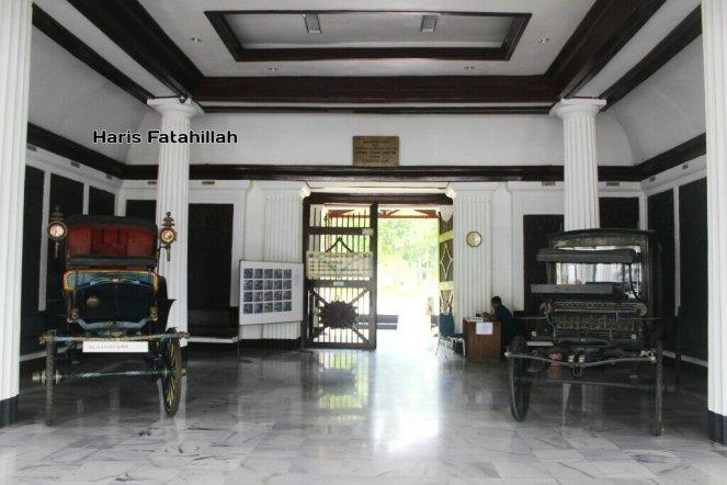 Memoar Museum Taman Prasasti Fatahilaharis Melewati Dua Kereta Jenazah Gedung
