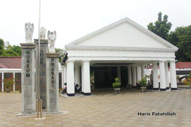Memoar Museum Taman Prasasti Fatahilaharis Pelataran Depan Kota Administrasi Jakarta