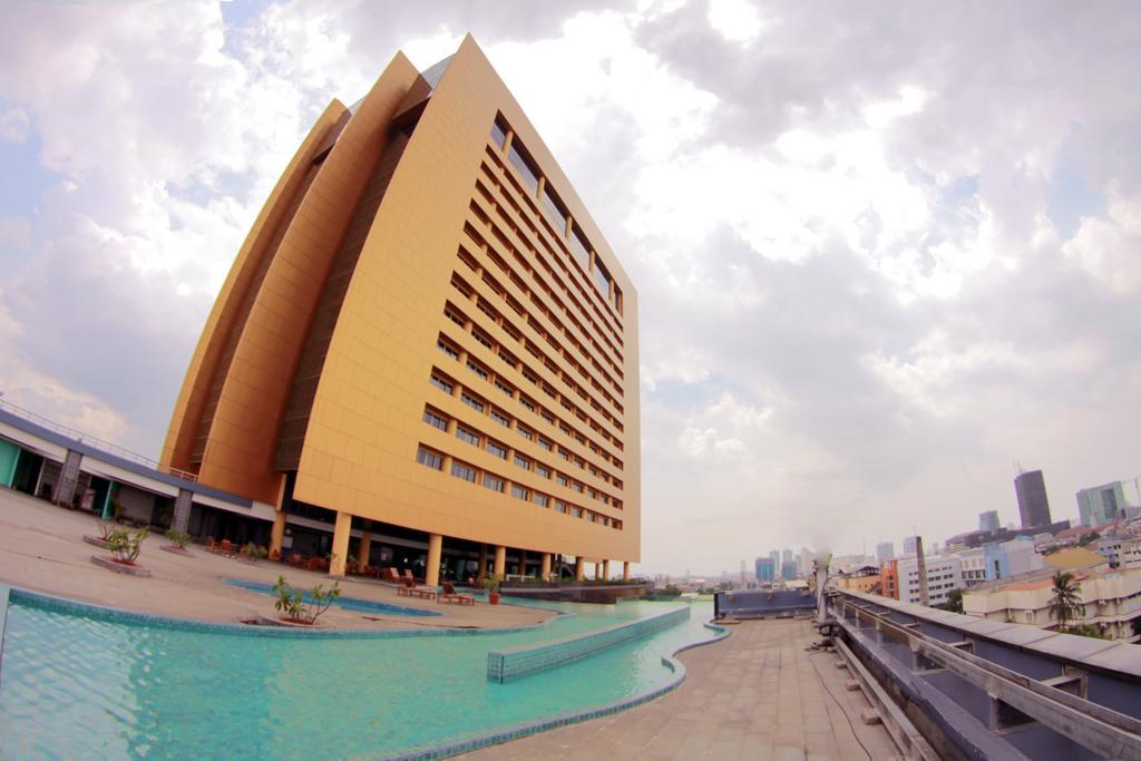 Merlynn Park Hotel Jakarta Indonesia Booking Museum Taman Prasasti Kota