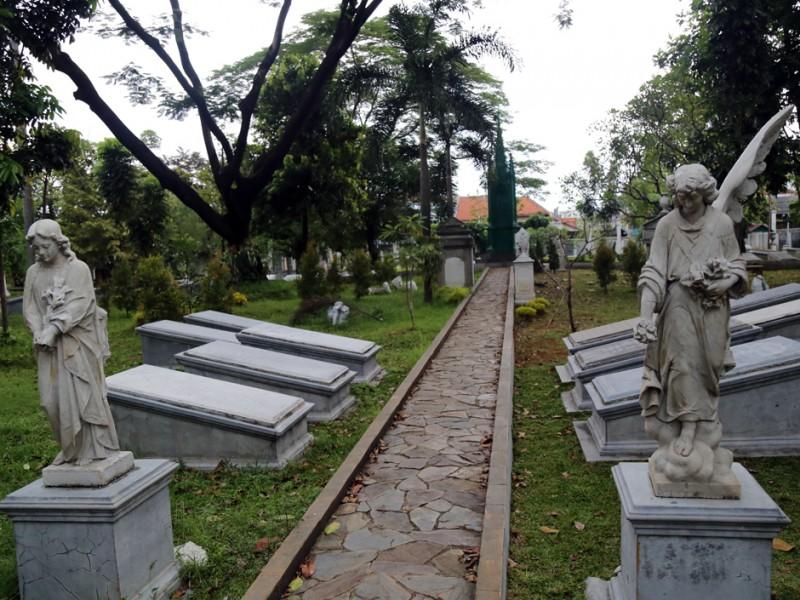 Taman Prasasti Ancient Cemetery Tanah Abang Jakarta Museum Indonesian Memorial