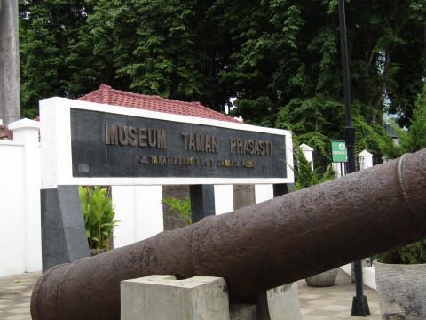 Win Talks Januari 2018 Museum Taman Prasasti Bangunan Utama Sendiri
