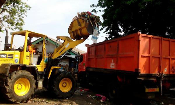 Jakarta Pusat Pemerintah Kota Administrasi Ratusan Kubik Sampah Diangkut Tanah