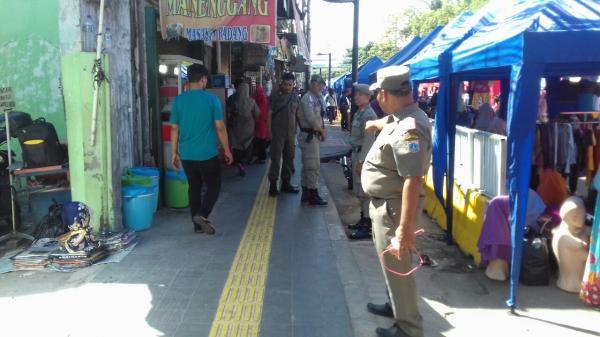 Jakarta Pusat Pemerintah Kota Administrasi Ratusan Petugas Satpol Pp Siaga