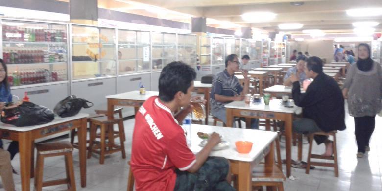 Lengangnya Foodcourt Pasar Blok Kompas Tanah Abang Jakarta Pusat Sepi