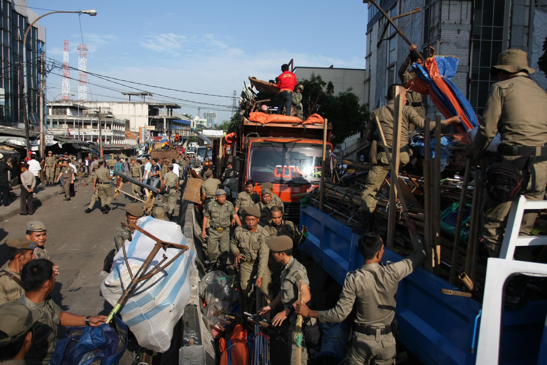 Penertiban Pkl Tanah Abang Lancar Ancaman Pidana Berdagang Petugas Satpol