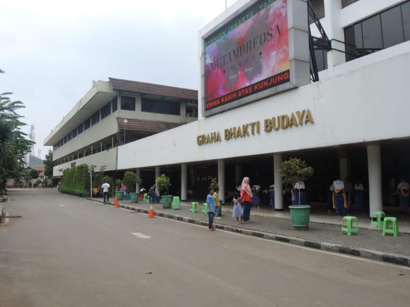 Sajak Gugur Taman Ismail Marzuki Kumparan Ditambah Dua Plaza Terletak