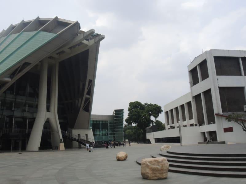 Sajak Gugur Taman Ismail Marzuki Kumparan Tersebut Dikelola Oleh Seniman