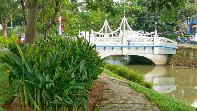 Taman Kota Menteng Bintaro Jembatan Sungai Jadi Ciri Khas Photo