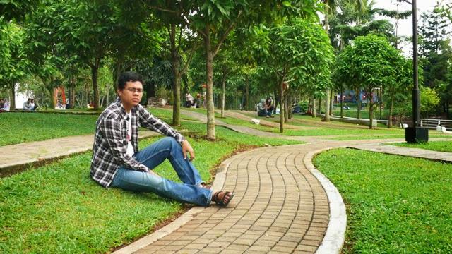 Taman Kota Menteng Bintaro Melantai Menikmati Alam Rindang Photo Khalid