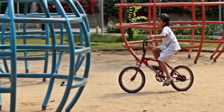 Taman Menteng Jadi Tempat Pacaran Muda Mudi Kompas Anak Perempuan