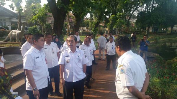 Jakarta Pusat Pemerintah Kota Administrasi Dikeruk Waduk Lembang Ditutup Taman