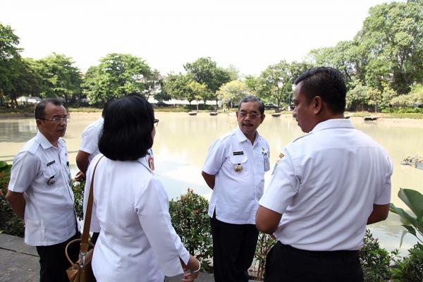 Jakarta Pusat Pemerintah Kota Administrasi Mangara Tinjau Lembang Taman