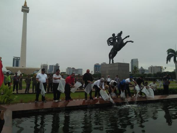 Jakarta Pusat Pemerintah Kota Administrasi Pemkot Jakpus Tebar Ribuan Ikan