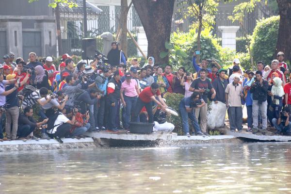Jakarta Pusat Pemerintah Kota Administrasi Tebar Ikan Taman Lembang