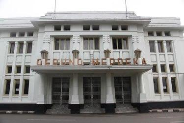 Wisata Kota Bandung Jpg Fit 375 250 Gedung Merdeka Taman
