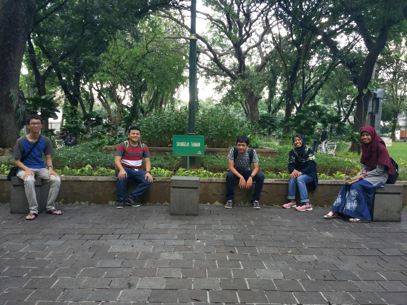 Autumn Sejarah Taman Suropati Kelompok Kota Administrasi Jakarta Pusat