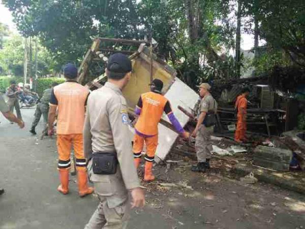 Jakarta Pusat Pemerintah Kota Administrasi Berubah Fungsi Bangunan Pos Rt