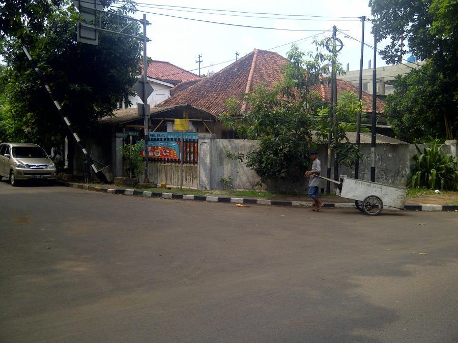 Rumah Dijual Tua Murah Latuharhary Menteng Jakarta Pusat Tanah Taman