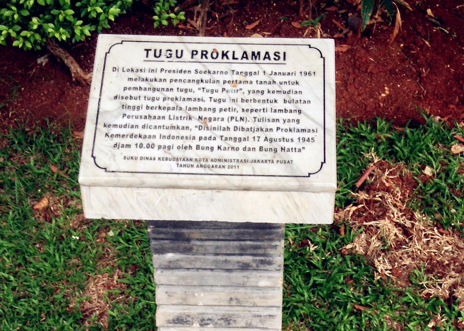Writer Cindy Nadhifa Jakarta Yuk Lapangan Dikelilingi Taman Dilengkapi Bangku