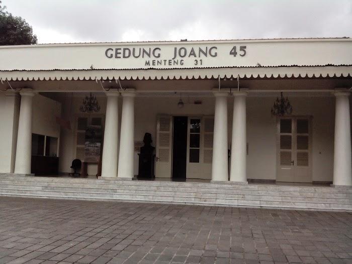 Jelajah Jakarta Pusat Tempat Wisata Sejarah Gedung Joang 45 Kuliner