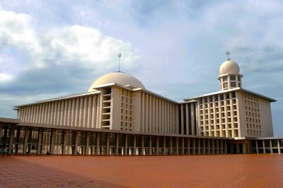 Jelajah Jakarta Tempat Ibadah Muslim Masjid Istiqlal Wisata Kuliner Pecenongan