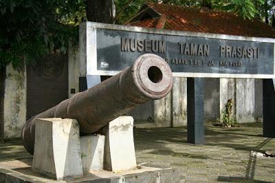 Jelajah Jakarta Tempat Wisata Murah Menarik Pusat Museum Taman Prasasti