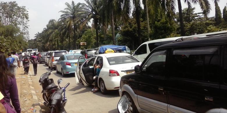 Lintas Ragunan Tmii Dialihkan Kompas Kemacetan Terjadi Jalan Harsono Rm