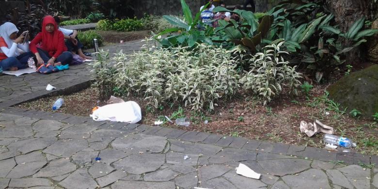 Sampah Bertebaran Kebun Binatang Ragunan Kompas Kota Administrasi Jakarta Selatan