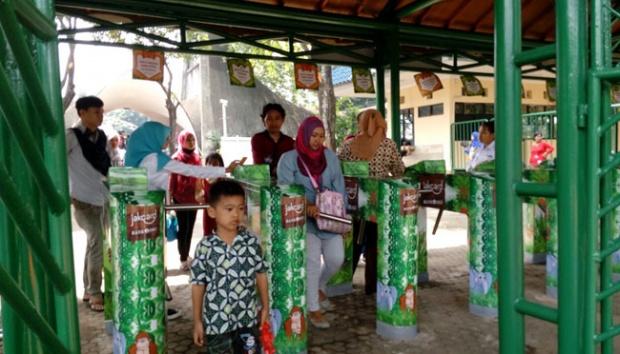 Siapkan Tiket Kebun Binatang Ragunan Gunakan Jackard Metro Tempo Pengunjung