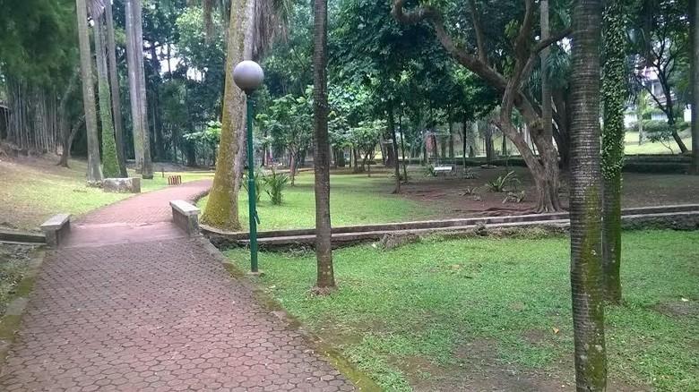 Percaya Isu Angker Taman Langsat Mayestik Asyik Lho Buat Jogging