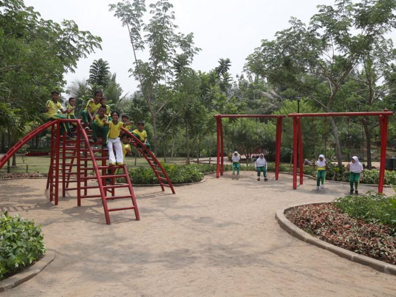 Keindahan Taman Dadap Merah Tiap Pagi Lari Jogging Area Track