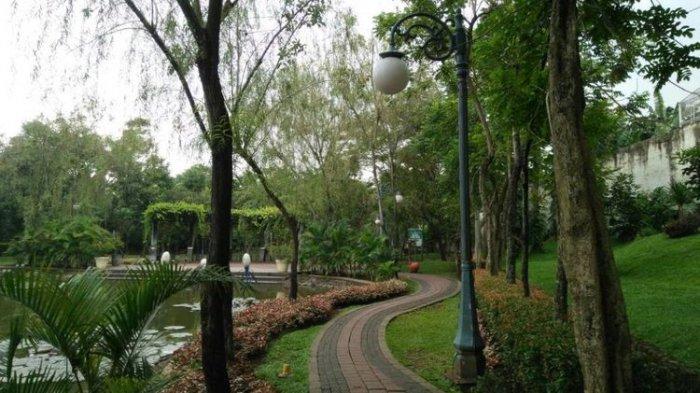 Rekreasi Murah Hijau Tengah Kota Jakarta Wartakota Taman Spathodea Administrasi