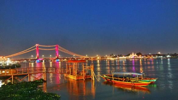 Sudut Kota Nusawa Nusantara Khatulistiwa Panorama Jembatan Ampera Sore Hari
