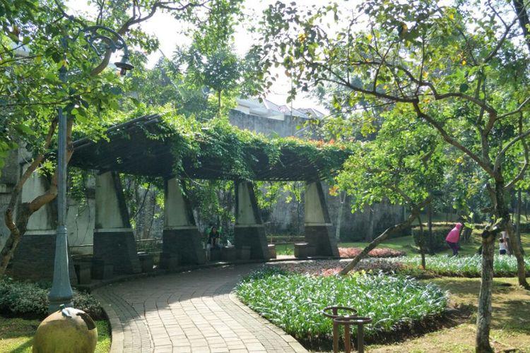Taman Spathodea Jadi Tempat Foto Pre Wedding Kompas Jalan Raya