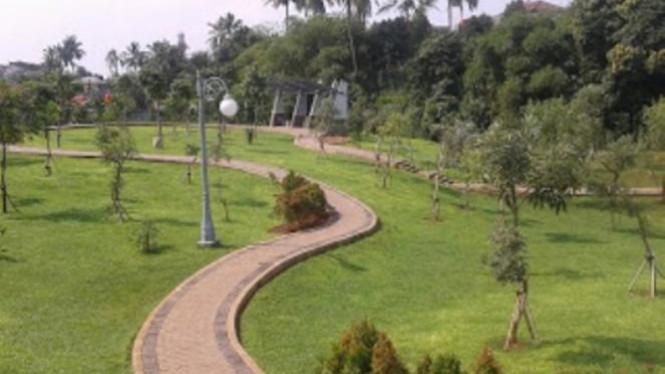 Taman Spathodea Oase Tengah Perkotaan Viva Photo Report Kota Jakarta