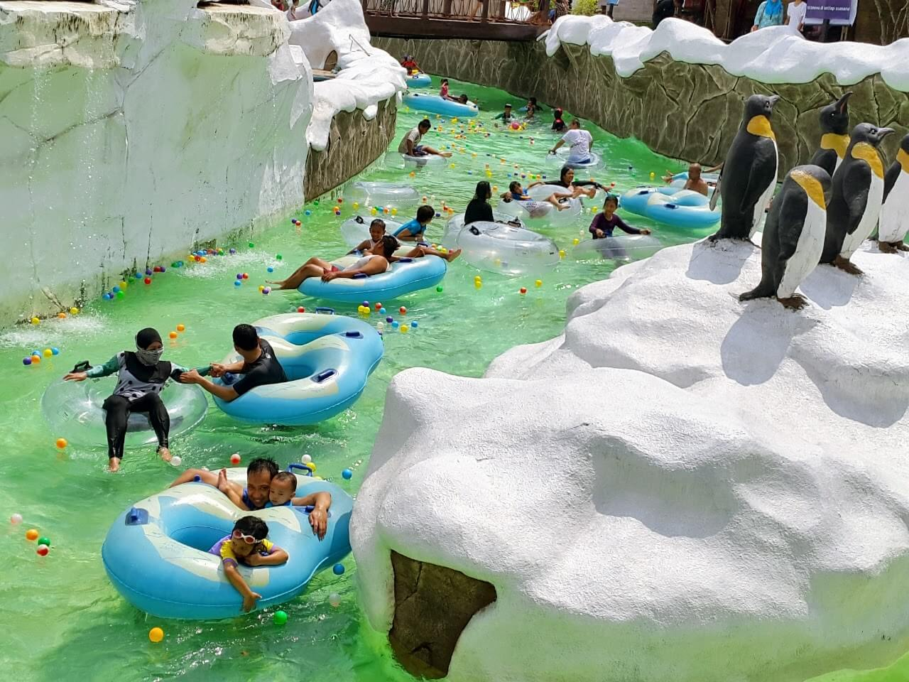 10 Gambar Snow Bay Waterpark Taman Mini Tmii Harga Tiket