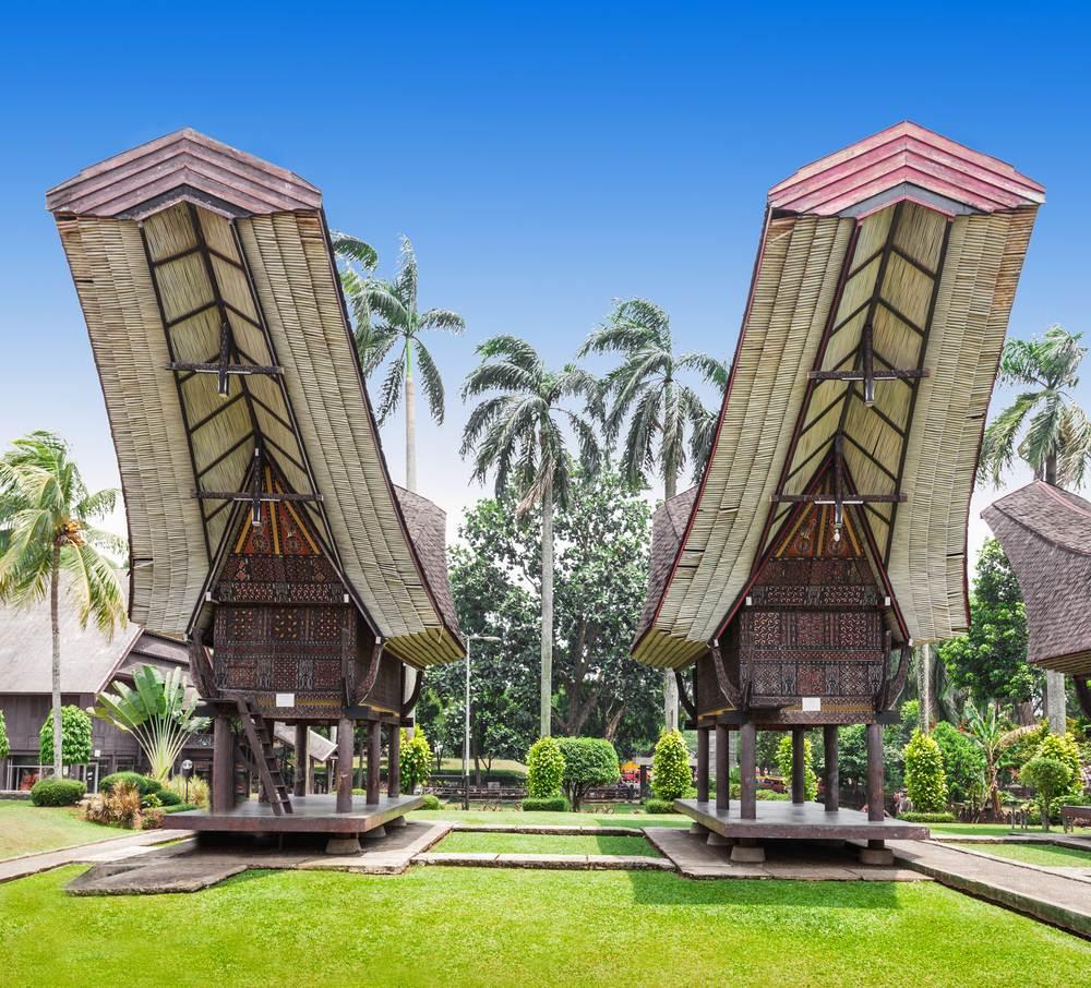 35 Tempat Wisata Jakarta Timur Wajib Dikunjungi Waktu Anjungan Sulawesi