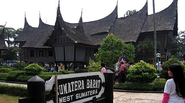Miliki Berbagai Wisata Budaya Tmii Jadi Destinasi Rumah Adat Sumatera