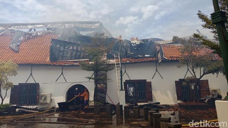 Padamkan Sisa Api Museum Bahari Petugas Musium Kota Administrasi Jakarta