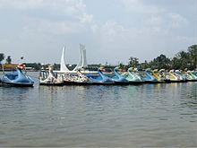 Ancol Dreamland Wikipedia Pedalos Devant Le Danau Monument Telepherique Gondola