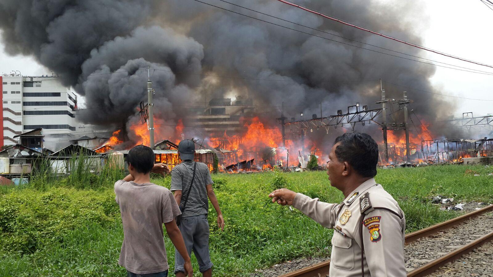 Api Hanguskan Puluhan Bangunan Liar Kampung Bandan Ancol Suara Anggota