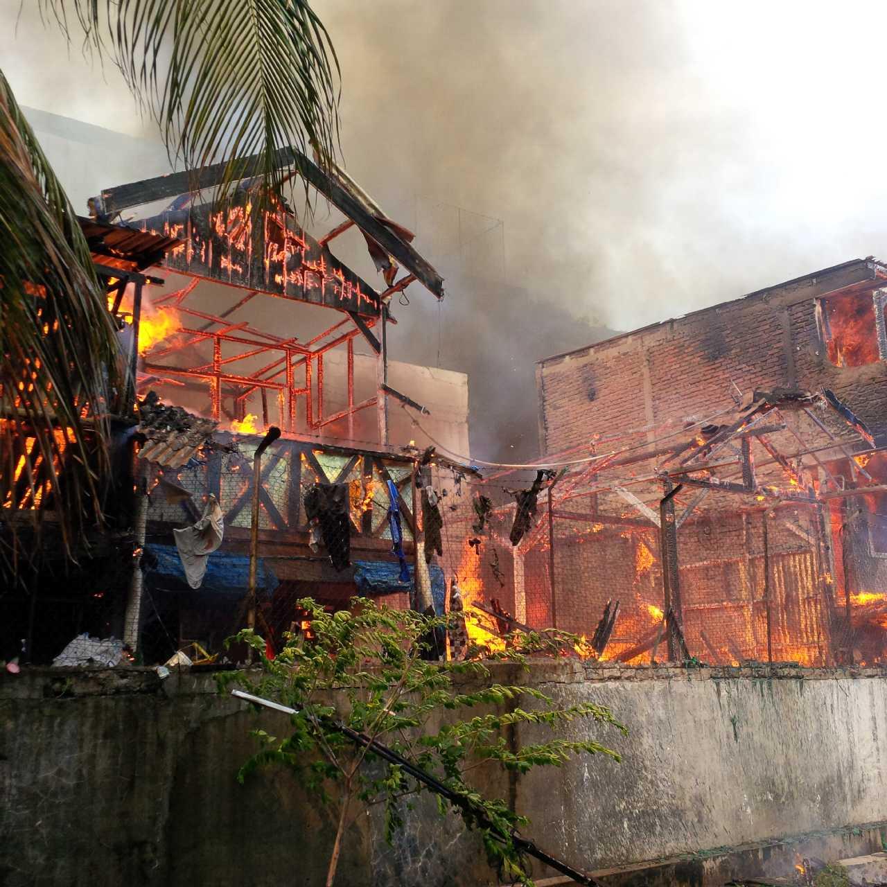Kebakaran Melanda Pemukiman Padat Ancol Suara Pembaruan Api Membakar Salah