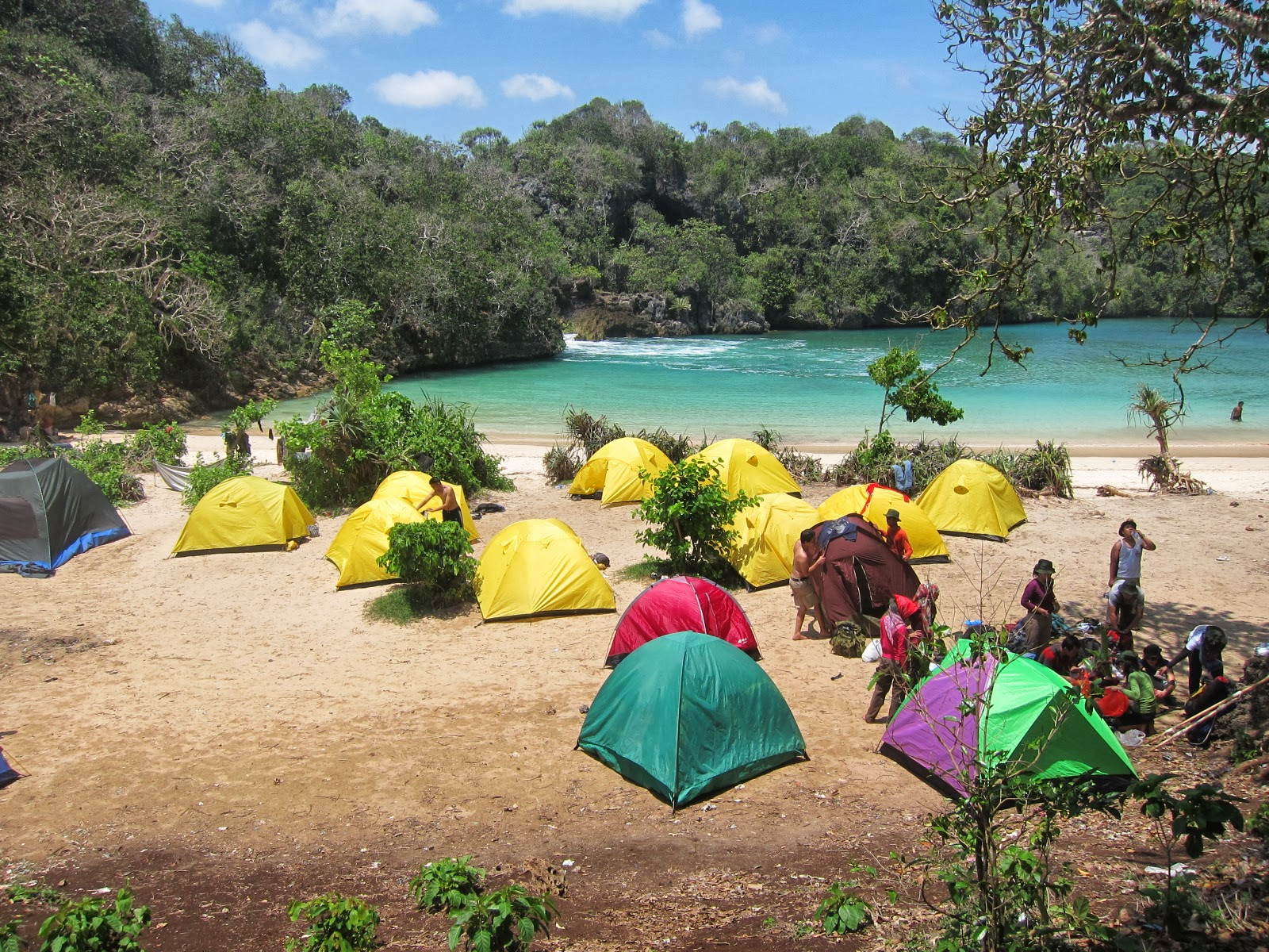 Limakaki Camping Asyik Pinggir Pantai Kesini Aja Yuk Dijamin Betah