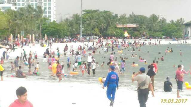 Polisi Patroli Sepanjang Pantai Ancol 930300451489971722 Kota Administrasi Jakarta Utara